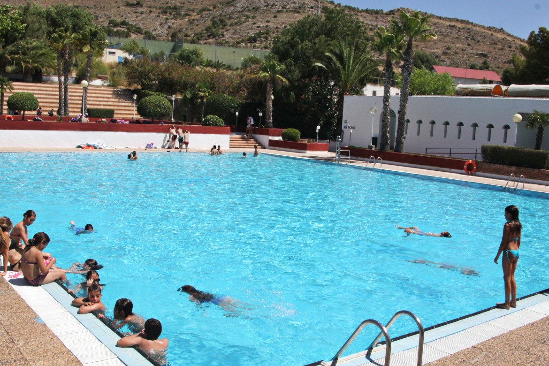 Las piscinas municipales de san crisp n baten r cords el for Piscina municipal fuenlabrada 2017